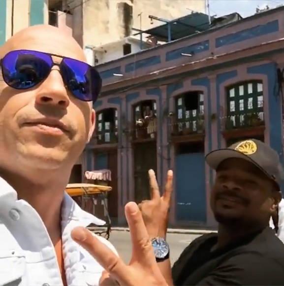 """Vin Diesel y el director de """"Rápido y Furioso 8"""", F. Gary Gray envían un saludo desde La Habana en un video filmado por el propio actor. Foto: Captura de video."""