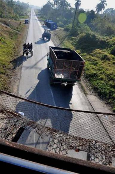 Vista del lugar del accidente desde el Puente por donde pasa el tren. Foto: Vicente Brito/ Escambray.