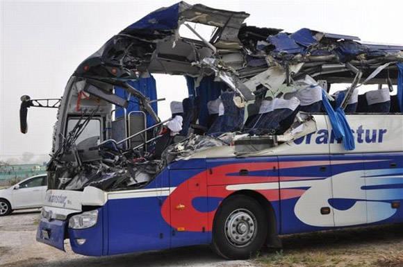 Así quedó el ómnibus. Foto: Vicente Brito/ Escambray.