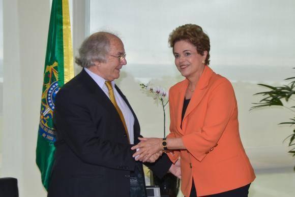 Presidenta brasileña, Dilma Rousseff, recibe en Brasilia al Premio Nobel de la Paz, Adolfo Pérez Esquivel. Foto: @PrensaPEsquivel.