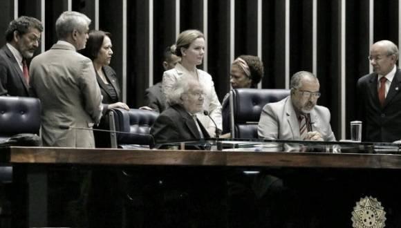 El Premio Nobel de la Paz, Adolfo Pérez Esquivel, habla en el Senado de Brasil. Foto: @PrensaPEsquivel.