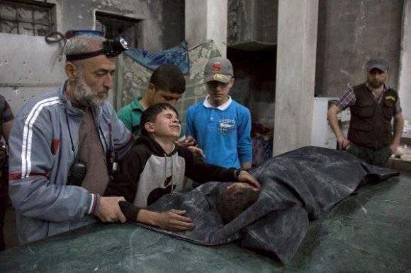 Víctimas del ataque a hospital en Aleppo. Foto: AFP.