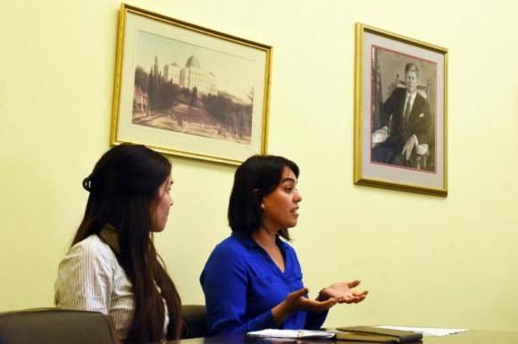 Dra Alicia Steele y Dra Vanessa Avila en una presentación en el Congreso.