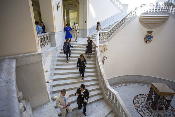 Miembro de la delegación de las artes en el Gran Teatro de La Habana. Foto: Desmond Boylan/ AP