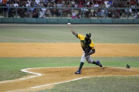Baños trabajó cinco entradas y ganó su juego, Foto: Alendro Rosales / Periódico Guerrillero