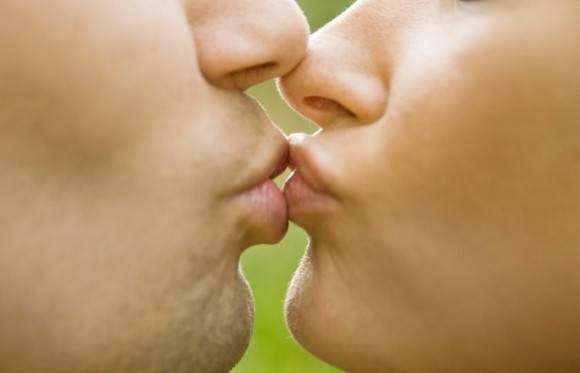 Menos de la mitad de las culturas del mundo practican el beso.