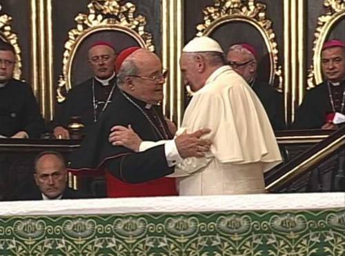 Jaime Ortega junto al Papa Francisco en la Catedral de La Habana. Foto: Tomada de www.radiorebelde.cu (Archivo)