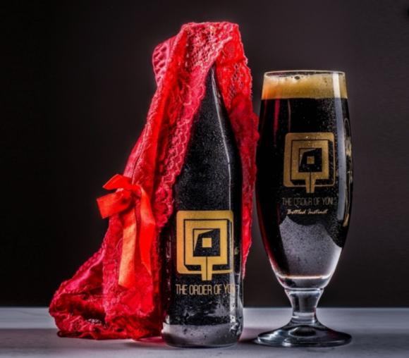 Imagen promocional de Yoni, la primera cerveza vaginal.