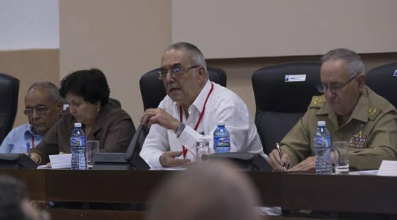 Delegados al VII Congreso del PCC debaten en Comisiones. Comisión sobre la Conceptualización del Modelo Económico y Social Cubano. Foto: Ismael Francisco/ Cubadebate.
