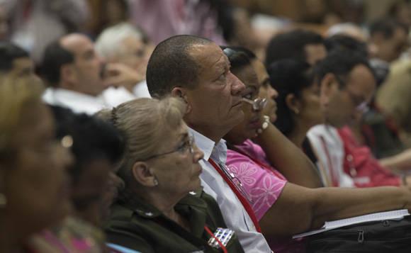 Delegados al VII Congreso del PCC debaten en Comisiones. Comisión sobre Conceptualización del Modelo Económico y Social Cubano. Foto: Ismael Francisco/ Cubadebate.