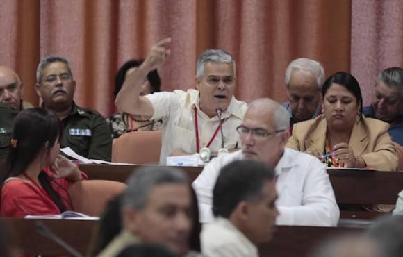 Hoy se debatió en la mañana el Informe Central en las cuatro comisiones que sesionan en el Congreso. Foto: Ismael Francisco/ Cubadebate