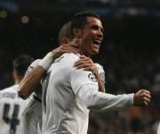Cristiano Ronaldo celebra sus dos goles en el partido entre el Real Madrid vs Wolfsburg. Foto: ANSA/EPA.