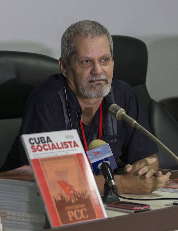 Enrique Ubieta presenta la revista Cuba Socialista. Foto: Ismael Francisco/ Cubadebate