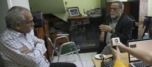 Dr. Jorge González y Alberto Falla. Foto: Ismael Francisco/ Cubadebate
