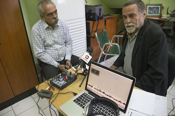El Dr. Jorge González (izquierda) y Alberto Falla. Foto: Ismael Francisco/ Cubadebate