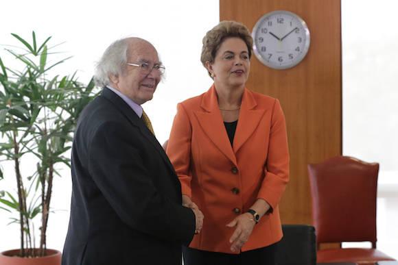La Presidenta Dilma Rousseff recibe al Premio Nobel Adolfo Pérez Esquivel, en el Palacio de Planalto. Foto: Eraldo Perez/ AP
