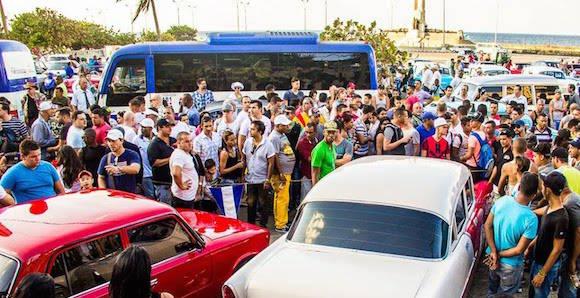 El equipo de rodaje en el Malecón. Foto: Facebook