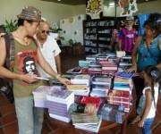Santiagueros disfrutan de la XXV Feria del Libro. Foto: Eduardo Palomares.