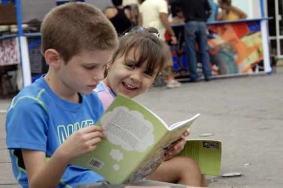 Feria del Libro en Santiago de Cuba. Foto: Sierra Maestra.
