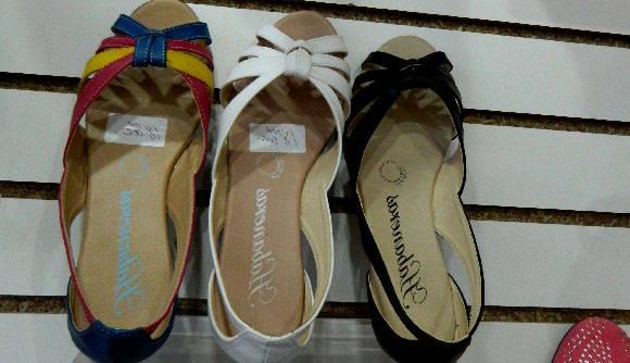 """Las """"Habaneras"""", un calzado cómodo y de excelente terminación. Foto: Susana Tesoro/ Cubadebate."""