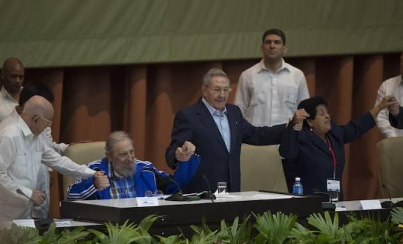 Fidel Castro en la clausura del VII Congreso del Partido Comunista Cuba. Foto: Ismael Francisco/ Cubadebate