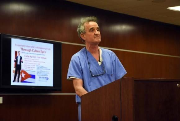 Joe Cassidy del Sindicato Nacional de Enfermeros Unidos.