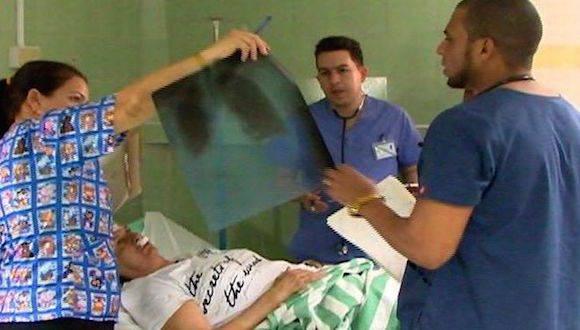 En el Hospital Camilo Cienfuegos continúan ingresados 12 personas, de ellas cinco graves. Foto: Yoan Pérez/ Escambray