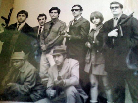 En la foto algunos de los artistas cubanos que trabajaban en los Comandos del Silencio: Carlos Molina, Carlos Gil, Miguel Navarro, Salvador Wood, Iván Colás y Annia Linares.