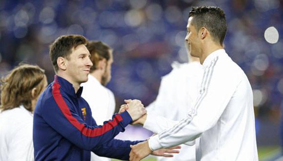 Leo y Cristiano se saludan antes de la batalla. Foto: Marca.