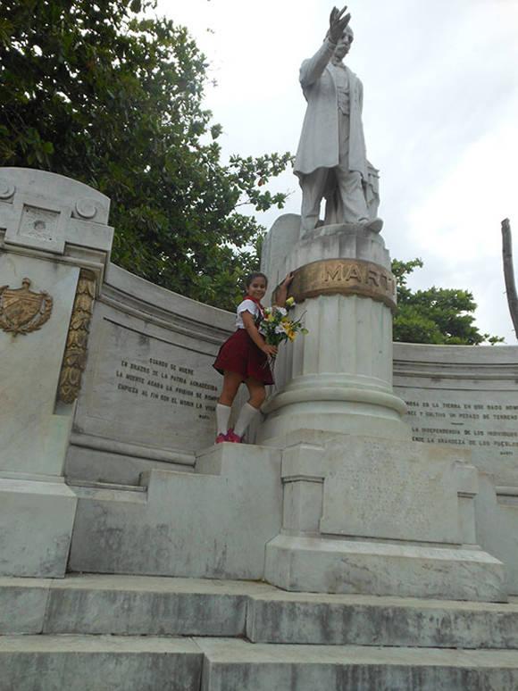 """""""Martí no solo tiene un monumento, tiene muchos pero de eterna gratitud en el corazón de cada pionero cubano"""", asegura Milenys. Foto: Guerrillero."""