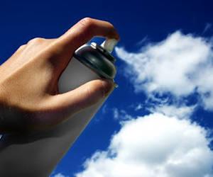 En Malasia siembra nubes artificiales para combatir la sequía.