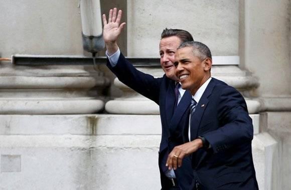 Primer ministro británico, David Cameron, junto al mandatario estadounidense, Barack Obama, durante la visita de este último a Londres. Foto: Reuters.