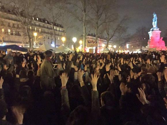 """El movimiento fue convocado en las redes sociales con el lema """"Nuit Debout"""" (la noche en pie. Foto: TelesurTV"""