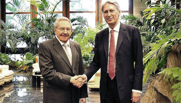 Presidente cubano Raúl Castro recibe al canciller británico