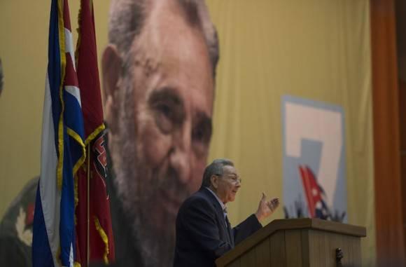 Raúl Castro presenta el Informe Central al VII Congreso del Partido Comunista de Cuba. Foto: Ismael Francisco/ Cubadebate