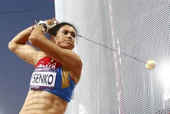 Tatyana Lysenko, campeona olímpica rusa de lanzamiento de martillo, suspendida  por dopaje (IAAF).