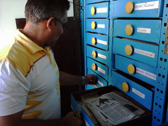 En sus archivos impera la organización. Foto: Katheryn Felipe/Cubadebate.