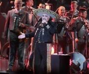 Vicente Fernández, el ídolo de la canción ranchera, durante su concierto de despedida. Foto: Notimex.