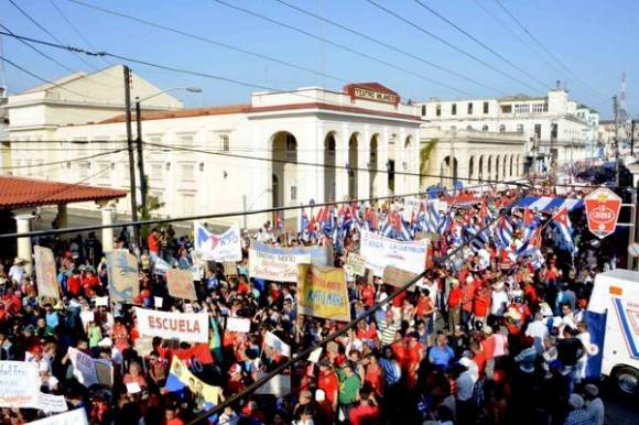 Desfile por el Primero de Mayo, en la ciudad de Pinar del Río, Cuba, el 1 de mayo de 2016.  Foto: Pedro Paredes Hernández / ACN