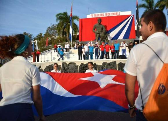 Jóvenes  protagonizan la fiesta grande del proletariado, en Sancti Spíritus, Cuba, el 1 de mayo de 2016.  Foto: Oscal Alfonso Sosa / ACN