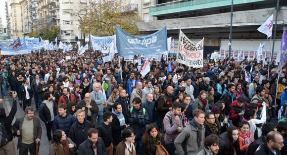 Manifestación en Argentina contra la privatización de la educación. Foto: Kaloian/ Cubadebate.