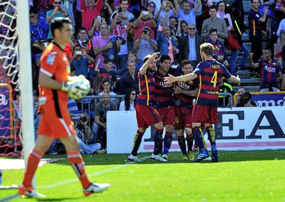 El Barcelona no dio lugar a sorpresas y goleó al Granada con tres de Luisito. Foto: Kiko Hurtado/ Marca.