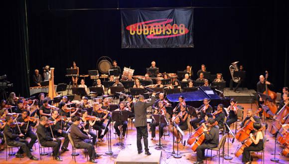 1.La primea parte del programa estuvo bajo la dirección del Maestro Oreste Saavedra. Foto: Marianela Dufflar