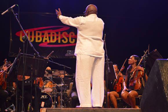 Bajo la dirección del Maestro Joaquín Betancourt quién asumió todas las orquestaciones, la segunda parte del programa fue todo un lujo. Foto: Marianela Dufflar