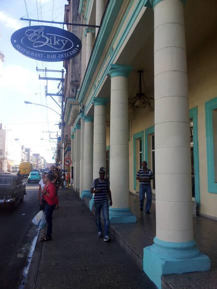 El Biky mejoro la estetica de la esquina de Infanta y San Lázaro. Foto: L Eduardo Domínguez/ Cubadebate.