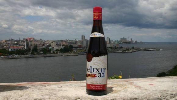 Cubay Elixir 33, una bebida creada a base de ron añejado y macerados de fruta, que le aportan exquisitez al licor, en sintonía con uno de los objetivos principales de Cuba Ron: presentar sus productos como símbolos de cultura, historia y tradiciones cubanas.  Foto: Tomada de www.cubaron.com