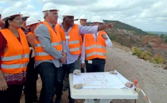 Díaz Canel en el proyecto minero Castellanos en Pinar del Río. Foto: Ronald Suárez Rivas /  Granma