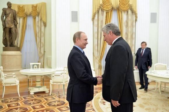 Diaz Canel saluda a Putin