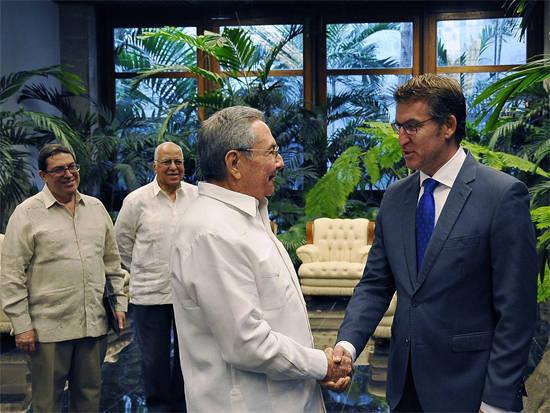 El presidente Raúl Castro Ruz y el Excmo. Sr. Alberto Núñez Feijóo, Presidente de la Junta de Galicia. Foto: Estudios Revolución