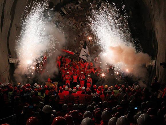 El túnel ferroviario más largo del mundo está listo para unir Suiza con Italia. Foto: Reuters